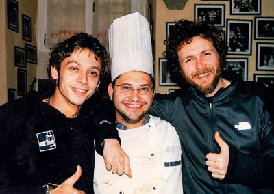 Valentino Rossi in visita a Jovanotti con lo chef Emiliano