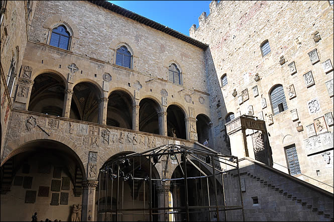 musee-bargello-cour